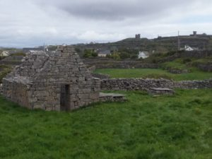 A photo of Cill Ghobnait with the castle in the background